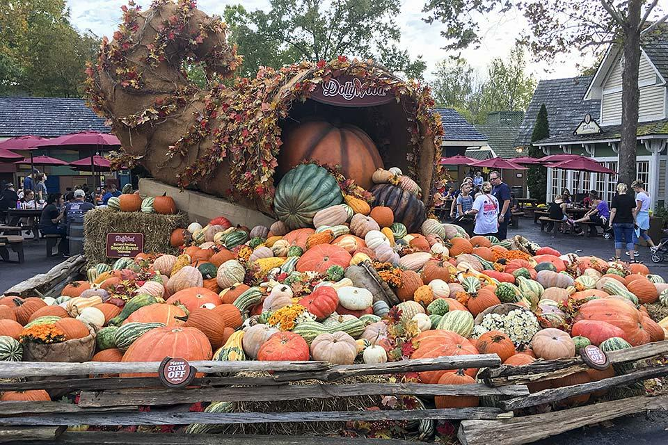 Dollywood Welcomes Fall With Annual Harvest Festival - Smoky